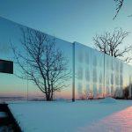 Ob Sommer oder Winter, das Gebäude mit der reflektierenden Alucobondfassade wird praktisch eins mit Natur und Umgebung. Bild: Christian Brandstätter Alucobond