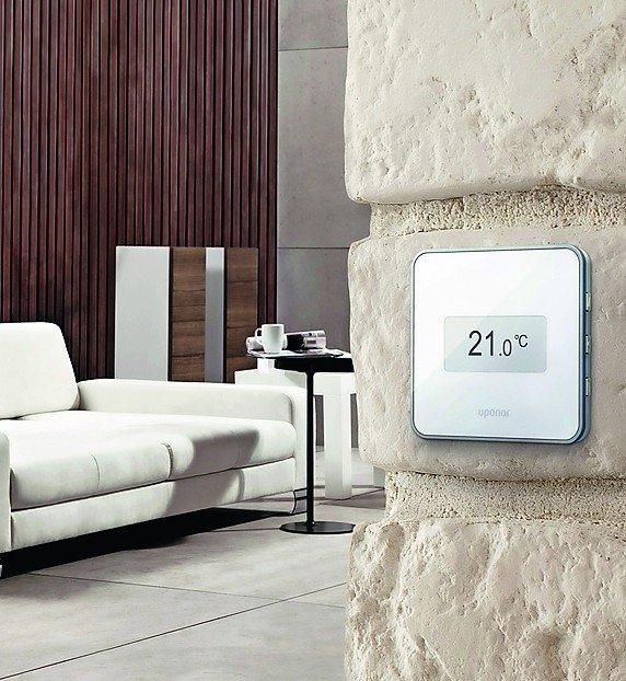 Thermostat mit Touchbildschirm. Bild: Uponor