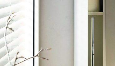 WC-Modul mit rahmenloser Glasfront