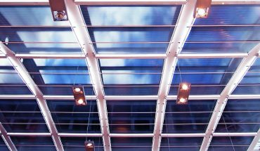 Rollo-System für XXL-Dachbeschattung von Multifilm.