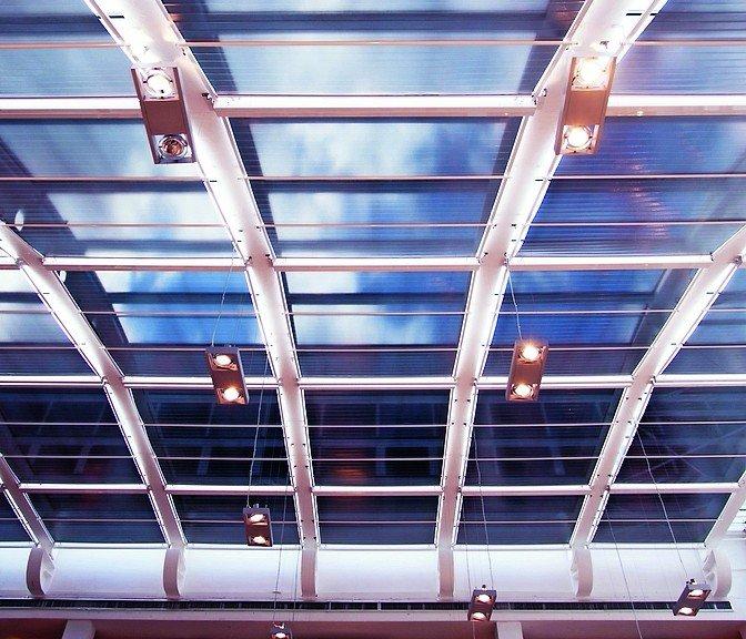 Rollo-System für XXL-Dachbeschattung von Multifilm. Bild: Multifilm