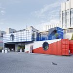 """Containerwerk-Installationen """"Microliving"""" und """"Temporary Housing"""" auf der Tortona Design Week. Bild: Stefan Hohloch"""
