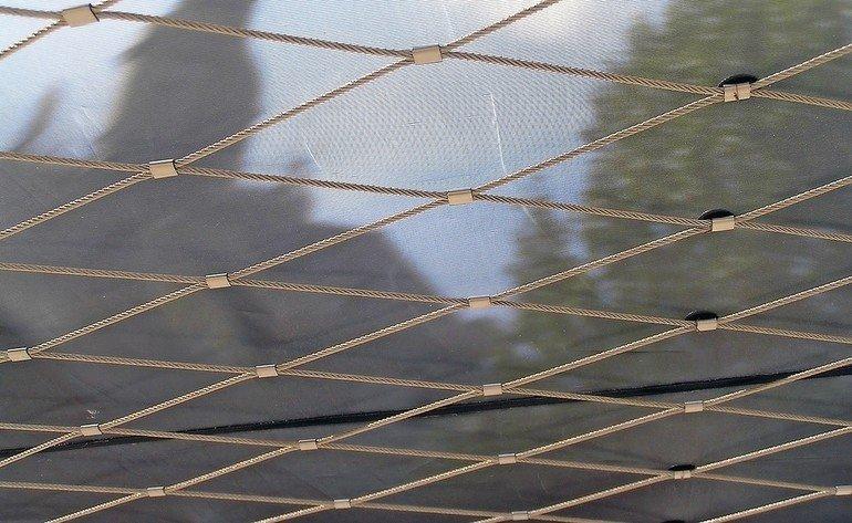 Architekturgewebe, das klimatisiert: TransProof mit vier Nutzwerteigenschaften. Bild: Ettlin