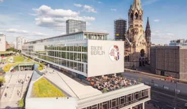 """Bikini Berlin mit zeitgemäßem Foodmarket """"Kantini"""": Hier kann mit unkompliziertem Genuss gesund gegessen werden - bei einem anregenden Design. Bild: Bikini Berlin"""