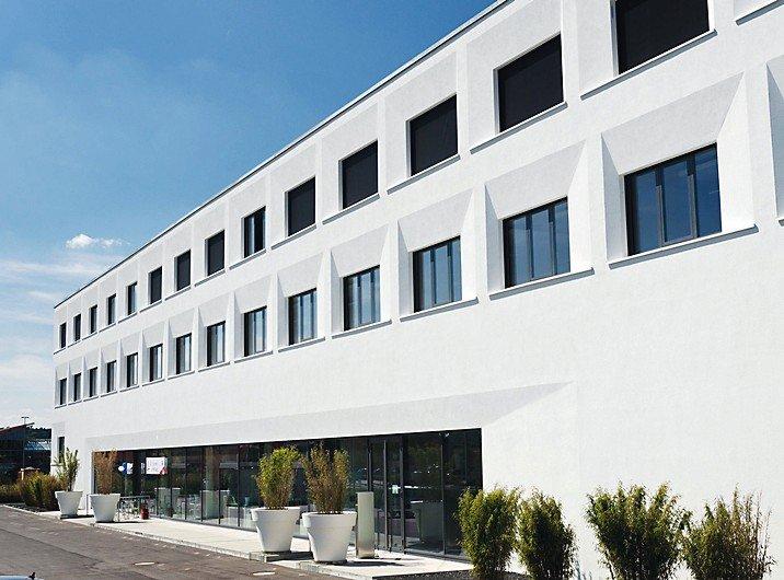 Fassadenschutz in über 400 Farbtönen für hochwärmegedämmte Fassaden.
