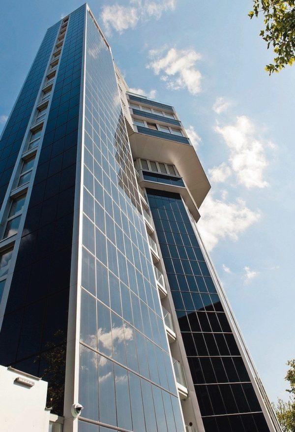 Energieautark: Der alte Wasserturm in Radolfzell wurde zum Hotel umgebaut und ist das erste Null-Energie-Hochhaus der Welt. Bilder: Schöck Bauteile GmbH