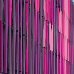 Sinnlich, exklusiv und luxuriös, so interpretiert der Architekt die Fassadenfarbe Purpur mit ihrem Tonspektrum zwischen Aubergine und Pink. Bild: Jens Kirchner