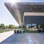 """Die Eröffnung des neuen Kultur- und Veranstaltungszentrums """"Spinnerei"""" im österreichischen Traun war gleichzeitig auch die Geburtsstunde des neuen Metallfassadenpaneels """"Design-Planum"""" von Domico. Bild: Team M Architekten"""