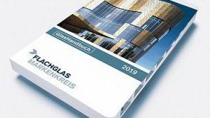 Das GlasHandbuch bietet Informationen zu FassadenGlas und RaumGlas, technische und normative Werte sowie Hinweise über Glas als geregeltes Bauprodukt. Bild: Flachglas Markenkreis