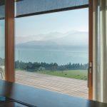 Terrasse mit Glasbalustrade, freier Blick auf ein Bergpanorama. Bild: Glas Marte