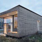 ...und geschützte Räume hinter geschlossener Fassade sowie mit einem weit auskragenden Schutzdach. Bilder: Werner Huthmacher