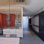 """Ein geräumiger Multifunktionsraum im EG dient als """"Waschsalon"""", große Gemeinschaftsküche und Working-Space für alle Bewohner und ihre Gäste. Bild: Häfele"""