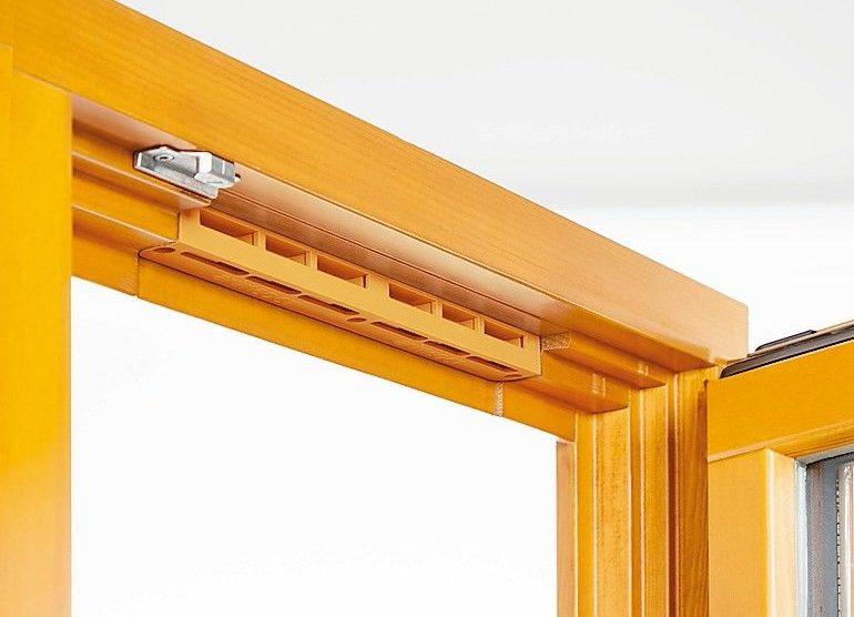 Der Fensterfalzlüfter für Holzfenster ist hoch abdichtend: arimeo classic T lässt bei normalem Winddruck den gewünschten Luftstrom in den Raum. Bild: Innoperform GmbH