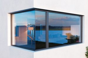 """Fensterprofile aus Kunststoff mit schmaler, flächenbündiger Ansicht: """"Elegante"""" von Inoutic/Deceuninck wurde für das Design ausgezeichnet. Bild: Inoutic / deceuninck GmbH"""