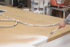 Putzgrund auf Inthermo HFD-Exterior Compact Holzfaserplatten ist mit der Förderpumpe inoBeam M8 schnell aufgetragen und schützt vor Witterungseinflüssen. Bild: Inthermo