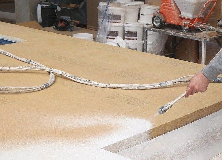 Putzgrund auf Inthermo HFD-Exterior Compact Holzfaserplatten ist mit der Förderpumpe inoBeam M8 schnell aufgetragen