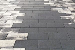 Den neuen Trendline-Betonpflasterstein gibt es nun auch mit dem selbstreinigenden VisioClean-Oberflächenschutz. Bild: Jasto