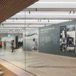Museum M9 in Venedig-Mestre: In die die Räumlichkeiten der Dauerausstellung wurden die Indul N Schlitzdurchlässe unauffällig in die linear angeordneten Lichtleisten integriert. Bild: janbitter.de / Kiefer GmbH