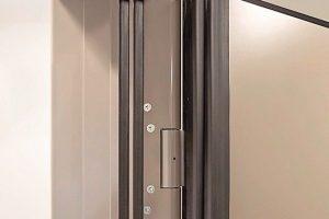 Klemmschutz bei Türen von Küffner: Das universelle Türenprogramm ist mit unfallreduzierenden Sicherheitsfunktionen ausgestattet. Bild: Küffner