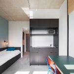 """Studentenwohnung im """"Neon Wood Frankfurter Tor"""". Bild: GBP Architekten / Anastasia Hermann"""