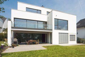 Das Holz-Alu-Fenster von Niveau ist passivhaustauglich und flächenbündig. Es eignet sich für hochwertige architektonische Konzepte. Bild: Niveau Fenster Westerburg GmbH