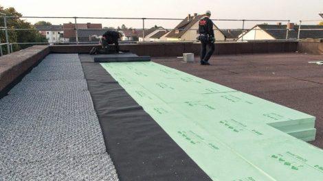 XPS-Dämmplatten für Umkehrdach und Perimeterdämmung. Bild: Saint-Gobain Isover G+H / BASF SE