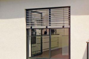 Bodentiefe Fenster: Absturzsicherung mit Mittenschienen