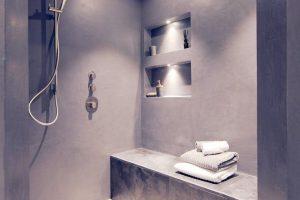 Oberflächendesign für die Badgestaltung - fugenfreie Alternative in Natursteinoptik