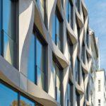 Fassadenrelief eines Bürogebäudes in Berlin