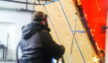 Schlanke Holzwand mit hohem Feuerwiderstand dank Verkohlungsbildung: Mindestens 60 Minuten lang widersteht best wood Wall 180/ TOP 180 dem Feuer. Bild: best wood Schneider