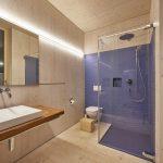Bad eines Holz-Glas-Hauses. Bild: Hector Egger Holzbau AG