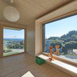 Aussicht aus einem Holz-Glas-Haus. Bild: Hector Egger Holzbau AG