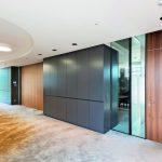 Die Brand- und Rauchschutztür Hoba frameless ist eine Glastür ohne Zarge. Damit lassen sich Brandschutz und moderner Innenausbau miteinander vereinbaren. Bilder Hoba