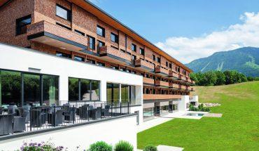 Ästhetik ohne Kompromisse: Brandschutztüren für Hotel in Gmain.