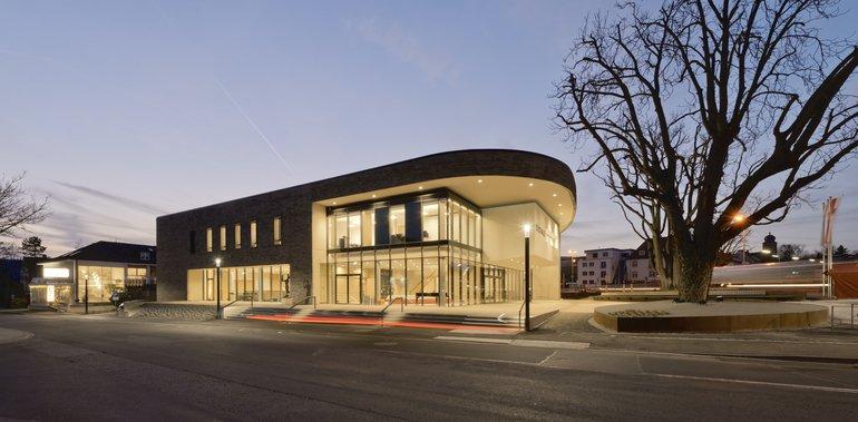 Neubau einer Stadthalle in Bad Neustadt an der Saale. Alle Bilder: Michael Miltzow
