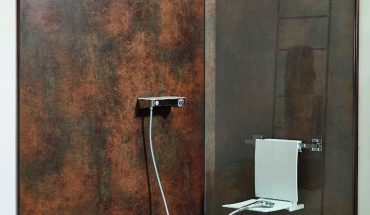 Hygienisch und generationengerecht renoviertes Bad mit Wandpaneel System Basic. Bild: Sprinz