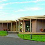Mit komplexem Dachaufbau: Neubau eines Golf-Clubhauses in Nohfelden im Saarland