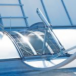 Ab- und Durchsturzsicherung bei Tageslicht-Lösungen auf dem Flachdach. Bilder: Essmann