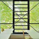 Aufgrund ihrer großen geometrischen und aerodynamischen Querschnitte eignen sich Lamellenfenster sehr gut als natürliche Rauch- und Wärmeabzugsgeräte. Bild: Fieger Lamellenfenster