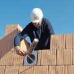 In der Rohbauphase wird der Neopor-Montagestein einfach in der zuvor definierten Höhe eingesetzt und mit Wärmedämmziegeln ummauert. Anschließend werden die Fugen mit PU-Schaum abgedichtet. Bild: getAir GmbH & Co. KG