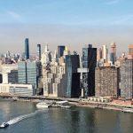 Der Neubau zweier Wohntürme in New York ist der erste seit fast 80 Jahren, der wieder eine größere Verbindungsbrücke zwischen den Türmen aufweist. Bild: Glas Trösch