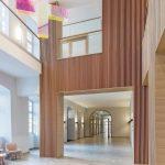 Reduzierte Farb- und Materialwahl: Glas und helle Eiche erzeugen lichte, moderne Räume für eine spirituell geprägte Architektur. Bilder: Hoba