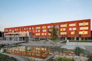 Zwei passivhauszertifizierte Glasdach-Konstruktionen über den Atrien sorgen im Willibald-Gluck-Gymnasium in Bayern für ideale Lichtverhältnisse.