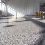 Bodenbeschichtung mit Colorquarz ist sehr beständig - vor allem im Industriebereich und auf Flächen mit viel Publikumsverkehr. Bild: Sika Deutschland GmbH