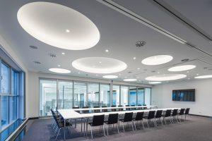 Decken aus glasfaserverstärkten Gipsformteilen als ästhetische Lösung. Bild: Michael Bogumil, www.michaelbogumil.com