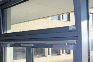 Das Lüftungskonzept für ein Gymnasium in Hamburg-Farmsen umfasst eine Kombination aus automatisierter Nachtkühlung, Sonnenschutz sowie natürlicher Lüftung.