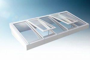 """Großflächige Glasfelder in Kombination mit schmalen Profilen ermöglichen beim """"Jet-Vario-Glas"""" einen weiten Blick in den Himmel. Bild: Jet-Gruppe"""