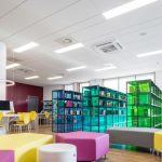 Deckensegel in der Bibliothek