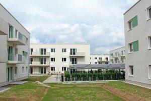 Dezentrale Lüftung mit Solarthermie und PV als gesamtheitliches Energiekonzept. Bild: Howoge Wohnungsbaugesellschaft mbH / A. Süß