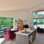 Küche, Essen und Wohnen in einem Raum: Große Fenster sorgen für weite Ausblicke, aber auch für viel Licht und Sonne. Bild: pape oder semke Architekturbüro – Harald Semke